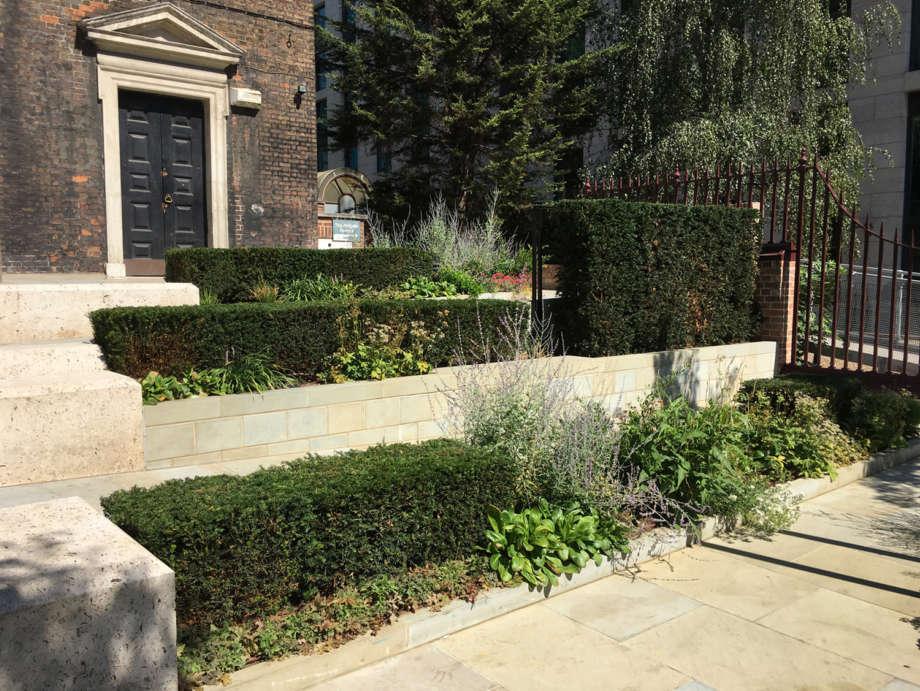 St Botolph without Aldgate Southern Churchyard
